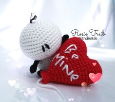 """Hello everyone, Valentine's Day is approaching and this time, I share with you these little white creatures, """"Bigli Migli,"""" a creation of S. Crochet Toys Patterns, Stuffed Toys Patterns, Valentine Day Gifts, Christmas Ornaments, Knitting, Handmade, Crafts, Knitting And Crocheting, Tricot"""