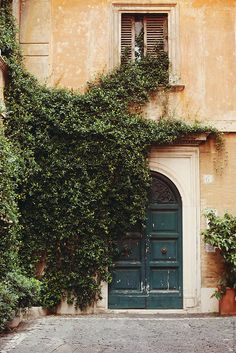We love corners like these in Rome. Just wander and you'll come across them. - RentVillas.com