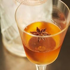Quince Gimlet: Gin, Quince Liqueur, Absinthe, Star Anise.