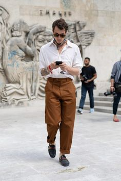 What the Most Stylish Men in Paris Wore to Fashion Week is part of Cool street fashion A look at the best street style from the French fashion capital - Gq Style, Style Casual, Swag Style, Mode Style, Men Casual, Smart Casual, Style Men, Casual Outfits, Winter Outfits