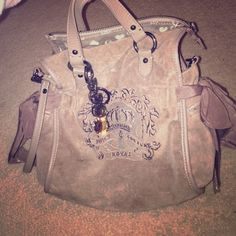 Juicy Couture cross body purse Juicy Couture brown cross body purse. Used less than 5 times. Can be worn as cross body or carried. Very roomy. Juicy Couture Bags Crossbody Bags