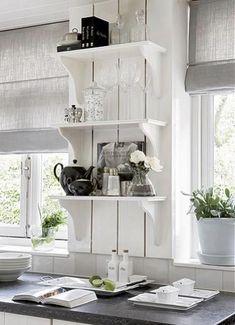 Via Missey & Sissey Landelijke Woonaccesoires,Facebook - like the white shelves www.claudiadeyongdesigns.com