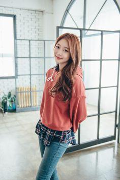Loose Cropped Hoodie CHLO.D.MANON   #dailylook #cute #koreanfashion #hoodie #seoul #kstyle #casualwear