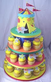 Love idea of putting smash cake at top (circus tent) and cupcakes underneath.