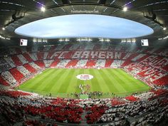 Bayern Muchen, Allianz Arena, BEUTIFUL and very big, and it turns in lovely collers