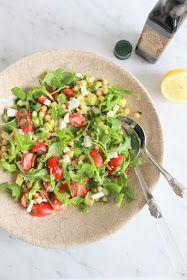 kikkererwtensalde met avocado, tomaat & feta