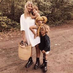 Mommy and me Trench Coat Vestido, Cute Kids, Cute Babies, Swing Rock, Looks Chic, Family Goals, Family Kids, Mode Style, Mommy And Me