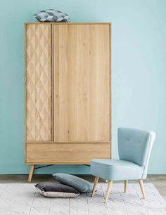 Are you torn between practical storage and modern design? Not any more: the KEOPS solid oak wardrobe is for you! Oak Wardrobe, Wardrobe Furniture, Wardrobe Design, Modern Wardrobe, Affordable Furniture, Modern Furniture, Furniture Design, Scandinavian Interior Design, Scandinavian Bedroom
