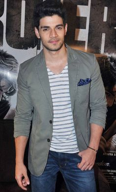 Athiya Shetty and Sooraj Pancholi wear their hearts on their sleeves at a media interaction in a upscale hotel in Mumbai. Paparazzi spotted Kangana Ranaut rocking the chic look at the Mumbai airport. Suraj Pancholi, Best Smart Casual Outfits, Charlie Carver, Star Wars, Classy Men, Bollywood Stars, Celebs, Celebrities, The Chic