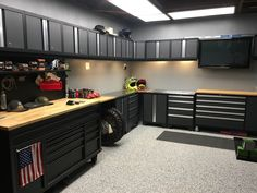 If you previously store your bike inside, it is a way to prevent marking the walls. Bicycle Garage, Motorcycle Garage, Motorcycle Workshop, Garage Workshop Plans, Garage Plans, Garage House, Dream Garage, Garage Organization, Garage Storage