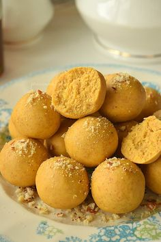 Don't sweat to make traditional sweets anymore,as this recipe of traditional,delicious,homemade Ghee Besan Ladoo(Gram Flour Ladoo) i. Indian Dessert Recipes, Indian Sweets, Indian Snacks, Sweets Recipes, Snack Recipes, Cooking Recipes, Besan Ladoo Recipe, India Food, Savory Snacks