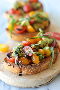 How to prepare bruschetta with balsamic reduction and avocado: one of DIYReady.com favorite finger foods for your party. Check them all out at diyready.com/easy-finger-foods-recipes-and-ideas-for-your-party/