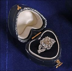 antique enagement ring. In my dreams.