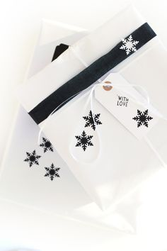 snowflakes gift wrapping ♥