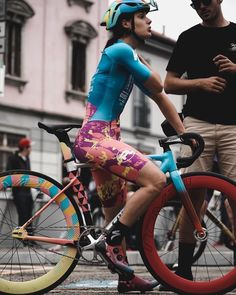 Curves and Lines: Women and Bikes Bicycle Crafts, Kids Cycle, Bike Photography, Cycling Girls, Fixed Gear Bike, Cycle Chic, Bicycle Girl, Bike Style, Road Bike