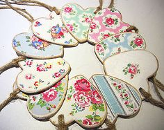 Chic Wooden Handmade Hanging Hearts - Cath Kidston Decoupage - gift tags etc. Wooden Hearts Crafts, Heart Crafts, Wooden Crafts, Napkin Decoupage, Decoupage Art, Decoupage Furniture, Valentine Crafts, Christmas Crafts, Valentines