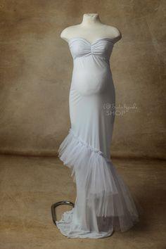 Wypożyczalnia sukni do sesji ciążowych  Biała suknia w rozmiarze uniwersalnym od M do XL  Polecana w ciepłe plenery lub do sesji w studiu. Suknie można również kupić link poniżej :) Studios, Wedding Dresses, Fashion, Bride Dresses, Moda, Bridal Gowns, Fashion Styles, Wedding Dressses