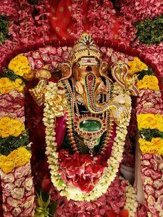 Jai Shree Ganesh Sri Ganesh, Lord Ganesha, Ganesh Chaturthi Decoration, Ganesh Images, Cloud Wallpaper, Puja Room, Goddess Lakshmi, Indian Gods, Durga