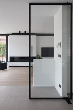 """Glas in je interieur ? Dan ben je misschien wel te vinden voor de """"steellook"""". Het is strak, elegant en geeft een extra touch aan je woning."""
