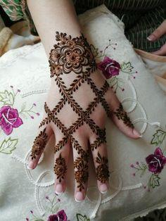 Khafif Mehndi Design, Floral Henna Designs, Henna Tattoo Designs Simple, Back Hand Mehndi Designs, Latest Bridal Mehndi Designs, Mehndi Designs 2018, Henna Art Designs, Modern Mehndi Designs, Mehndi Designs For Beginners