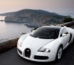 White Bugatti Veyron. Luxury, amazing, fast, dream, beautiful,awesome, expensive, exclusive car. Coche blanco lujoso, increible, rápido, guapo, fantástico, caro, exclusivo.