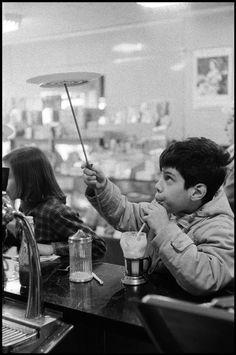Black & White (bygoneamericana: Plate spinning, 1959. By Burt...)