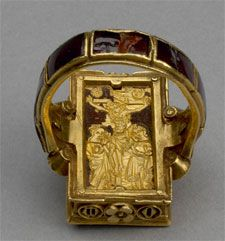 Back of Thame Hoard Reliquary ring which is engraved with the crucifixion and is inscribed (in Latin) 'Remember me, O Lord' . Reliquary ring from the Thame Hoard. c. 1357 – 1457