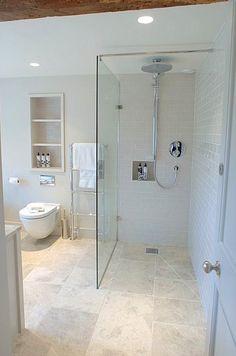 kuvertfall i dusch med stora plattor