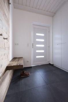 Loft78 Get Inspired, visit: www.loft78.com #interiordesign #interior #house #home #design #architecture #decor #homedecor #luxury #love #follow #archilovers #casa #loft78 #individuell #planung #inneneinrichtung #innenarchitektur # #rosenheim #münchen #salzburg #garderobe #wardrobe #flur #eingangsbereich   #loft78design #homedecor #interior #home #design #garderobe #wardrobe #flur #eingangsbereich #ideen #diele #treppenhaus #weiß #lack #licht #wood #holz #sitzbank #altholz #individuell…