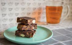 Recept: zelf een voedzame chocoladereep maken Piece Of Cakes, Healthy Treats, Good Food, Chocolate, Baking, Desserts, Recipes, Happy, Green