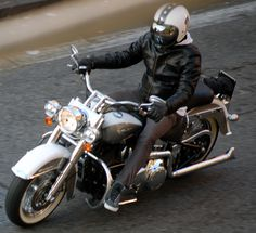Harley Davidson Softail Deluxe Vance & Hines Bell helmet Biltwell mirror bubble