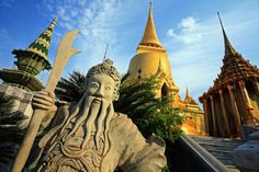 Visit the famous temple of Bangkok and explore the surrounding with local experts today visit our website for  more information https://www.takemetour.com/trip/rattanakosin-island-with-real-local   #takemetour #bangkok #takeme #localexpert #experienceseeker #localdaytour #daytrip
