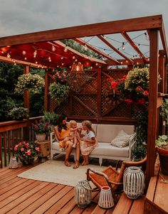 The pergola design allows you to have shade and a place to swing simultaneously. If you choose to make a pergola, you need to understand a number of things. Diy Pergola, Pergola Canopy, Deck With Pergola, Diy Deck, Outdoor Pergola, Wooden Pergola, Covered Pergola, Pergola Shade, Backyard Patio