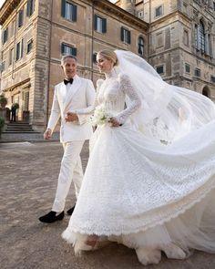 Lady Kitty Spencer & Michael Lewis July 24, 2021 Princesa Diana, Princesa Beatrice, Kate Middleton, Estilo Real, Vestidos Dolce Gabbana, Princess Diana Niece, Wedding Gowns, Lace Wedding, Bridal Gown