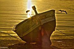 barquilla en dique seco para su reparación muelle de Rota