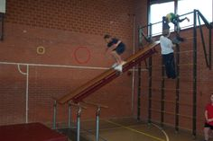 Staand glijden Pe Lessons, Physical Education, Physics, Club, Sports, Pictures, Physical Activities, Strength Workout, Games