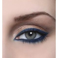 Beautify your eyes by opting for these bold, glamorous yet easy to apply eyeliner hacks! Try new eyeliner styles everyday and be the eye-candy. Navy Eyeliner, Gold Eyeshadow, No Eyeliner Makeup, Blue Eye Makeup, Eye Makeup Tips, Eyeshadow Looks, Love Makeup, Skin Makeup, Beauty Makeup