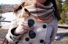 Trench & burberry scarf
