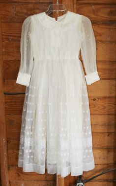 In The State of Grace - Circa 1950-60s - Sweetness and Charm - Flower Girl - First Communion - Size 12-14. $28.00, via Etsy.
