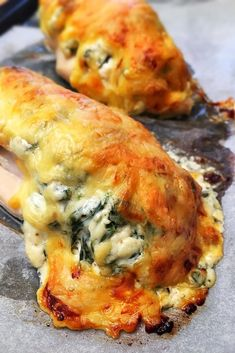 Hasselback csirkemell - A legújabb favoritunk csirkemell fronton! Meat Recipes For Dinner, Whole 30 Recipes, Real Food Recipes, Chicken Recipes, Gourmet Recipes, Cooking Recipes, Healthy Cooking, Healthy Snacks, Healthy Eating
