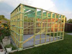 Opbouw houten tuinhuis | Bouwinfo Pergola, Construction, Habitats, Shed, Outdoor Structures, Furniture, Home Decor, Gardens, Cabin
