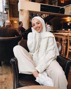 Muslim Fashion 359936195221691446 - Source by keberahmatagmai Modern Hijab Fashion, Street Hijab Fashion, Hijab Fashion Inspiration, Muslim Fashion, Modest Fashion, Hijab Outfit, Moda Hijab, Mode Outfits, Fashion Outfits