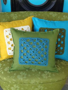 I Felt Square    Get Pattern Here: http://www.caron.com/vickiehowell/patterns/ifelt_pillows/ifelt_pillows.html