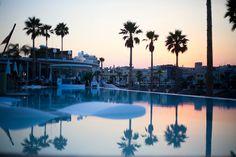 J'avais envie de visiter ce lieux depuis que je suis venue vivre à Valencia. Il m'aura fallu neuf mois pour le faire et je peux vous dire que l'attente en valait la chandelle. Avec ma très bonne amie québécoise Émilie, nous avons passé la journée au Marina Beach Club de Valencia. Je vous embarque en …