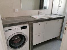 Έπιπλο μπανιου σε λευκό και μαύρο Small Laundry, Washing Machine, Home Appliances, Laundry Room Small, House Appliances, Appliances