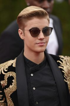 JUSTIN BIEBER HAVING HAIRCUT Httpwwwallnewhairstylescom - Justin bieber hairstyle on ellen