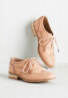 Talking Picture Flat in Blush. And now for your feature presentation - these soft pink wingtips! #blush #modcloth