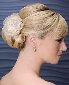 Tocado con flores. Accesorios de pelo para novias 2011.