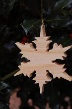 SNOWFLAKE CHRISTMAS ORNAMENT Carving.  A star shaped timeless design makes a wonderful addition to any holiday tree.