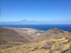 Vista desde atrás de Torre del Conde y su pueblo. La Gomera. Islas Canarias